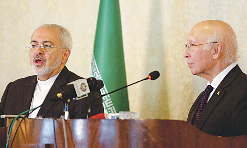 Sartaj Aziz, Adviser for Foreign Affairs and National Security, and Iranian Foreign Minister Javad Zarif address a press conference here on Thursday.—Tanveer Shahzad / White Star
