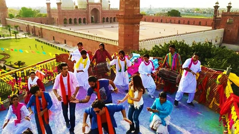'Karachi se Lahore' cast and crew filming a song. — Photo Courtesy: KSL's Facebook page