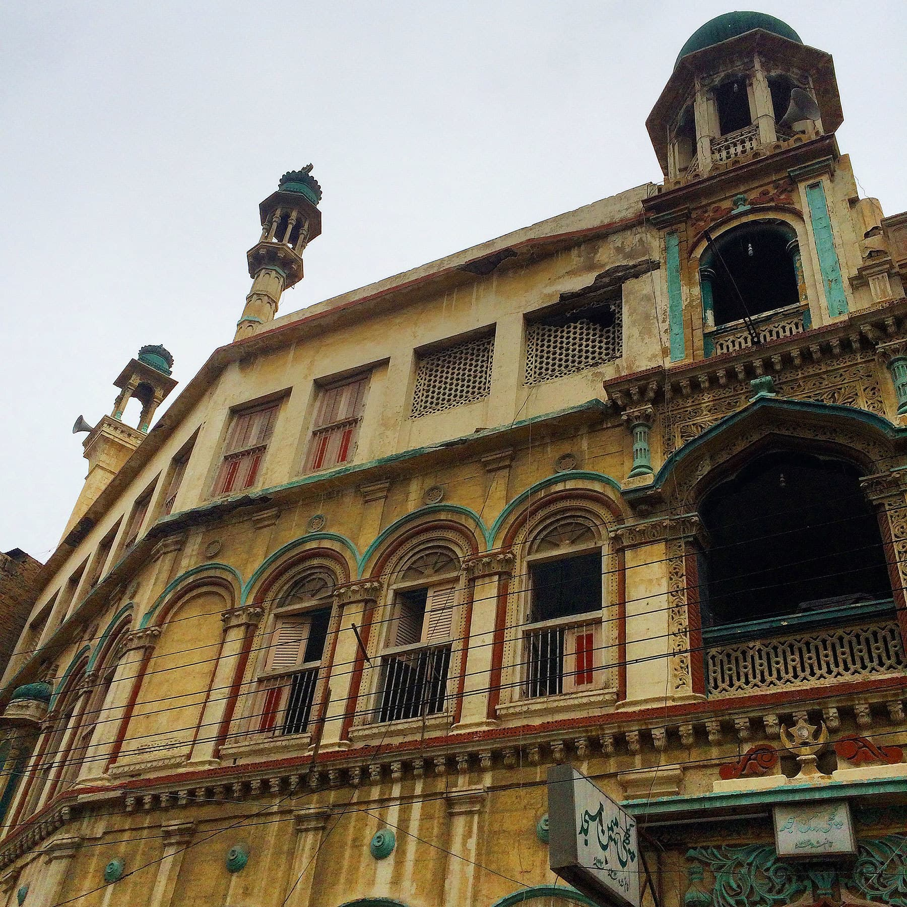 Built by the Memon community in 1893, this mosque is one of the oldest in Karachi.