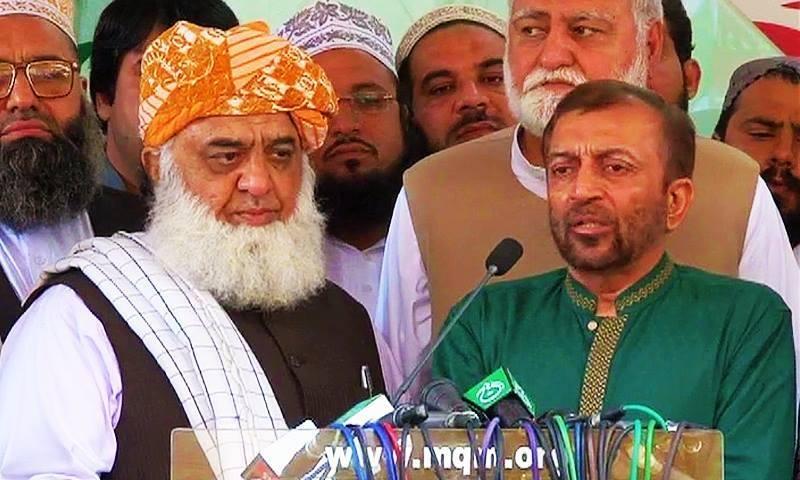 A view of the joint press conference with MQM leader Farooq Sattar (R) and JUI-F chief Maulana Fazlur Rehman. — DawnNews screengrab
