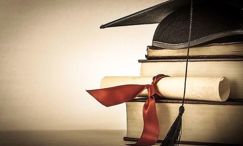 تعلیم کے شعبے میں پسماندہ رکھنے میں سیاستدانوں کے ساتھ ساتھ یونیورسٹیوں کے اساتذہ اور ان کے طلباء بھی برابر کے شریک ہیں۔ — Creative Commons