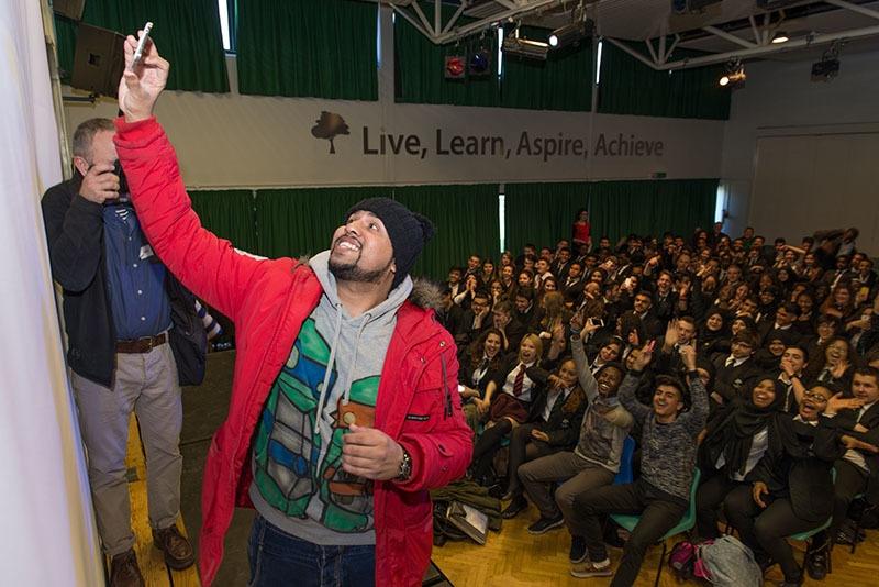 Stand-up Muslim comedian Humza Arshad works alongside Scotland Yard to help fight radicalisation in UK's Muslim communities.