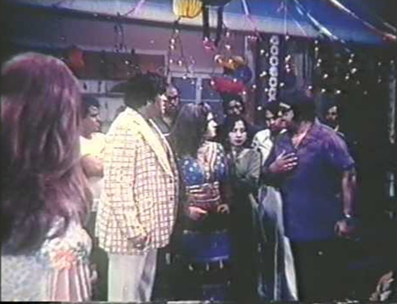 A scene from 1979's Dubai Chalo. The film parodied the obsession of Pakistanis wanting to reach oil-rich Arab countries and the nouveau riche class that emerged after money from the UAE and Saudi Arabia began to pour in.
