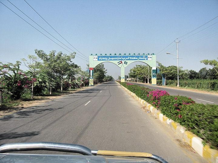 The road leading to the Rahim Yar Khan palace.