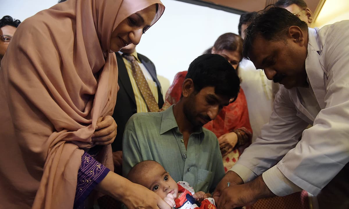 Pakistan launches new polio vaccine, aims for 2016 wipeout