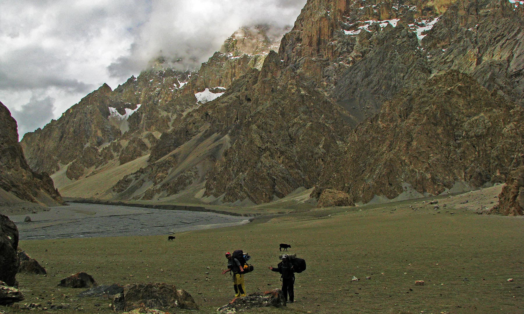 Zarthgarbein is an awesome campsite; it is ideal for Shimshali cricket, rock climbing and basic ski courses in winters.