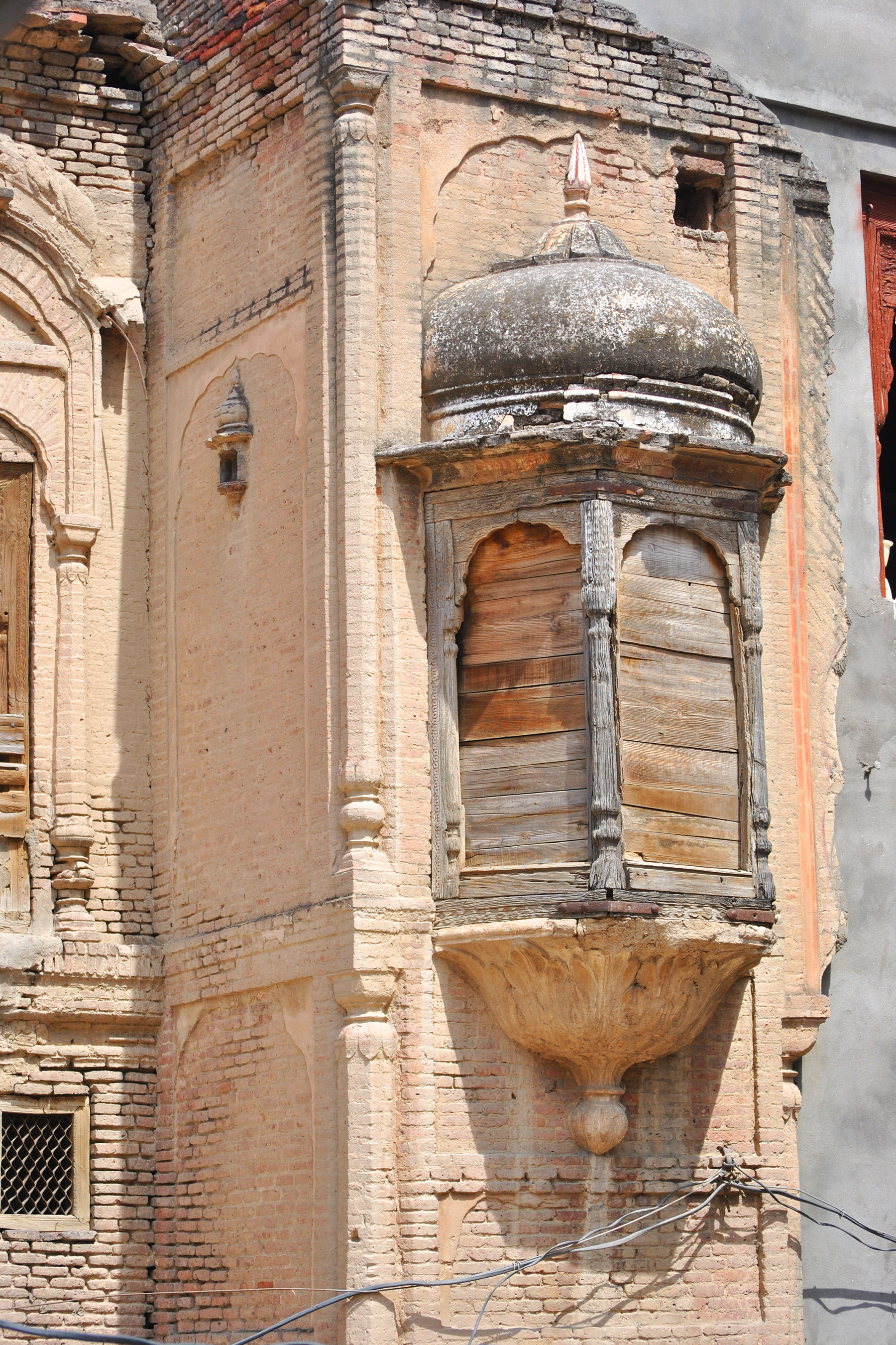 There are multi-cusped arches decorated with stucco and cut bricks and intricately carved jharokas, windows and doors.