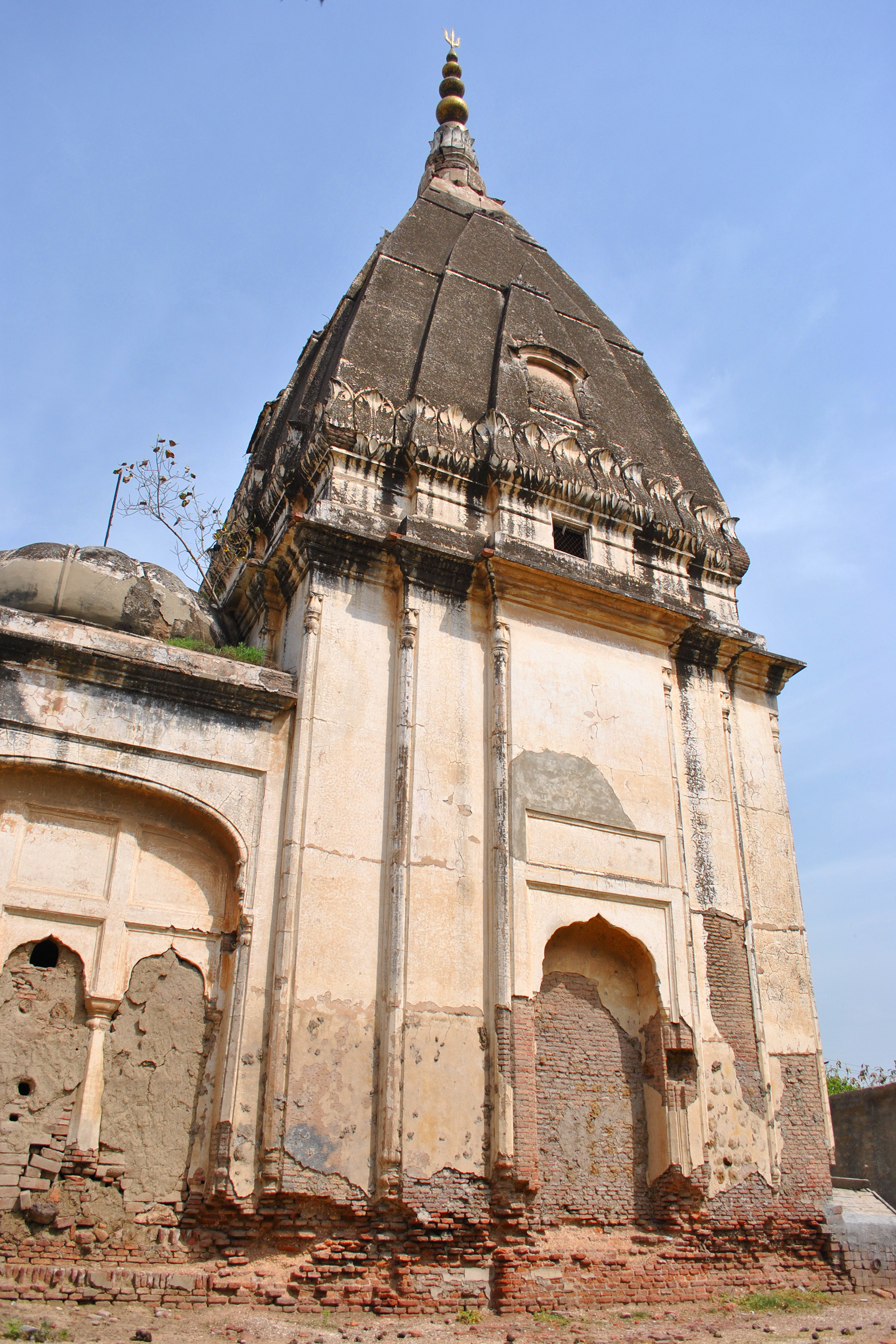 Decades of negligence have eroded the grandeur of superb Hindu architecture.