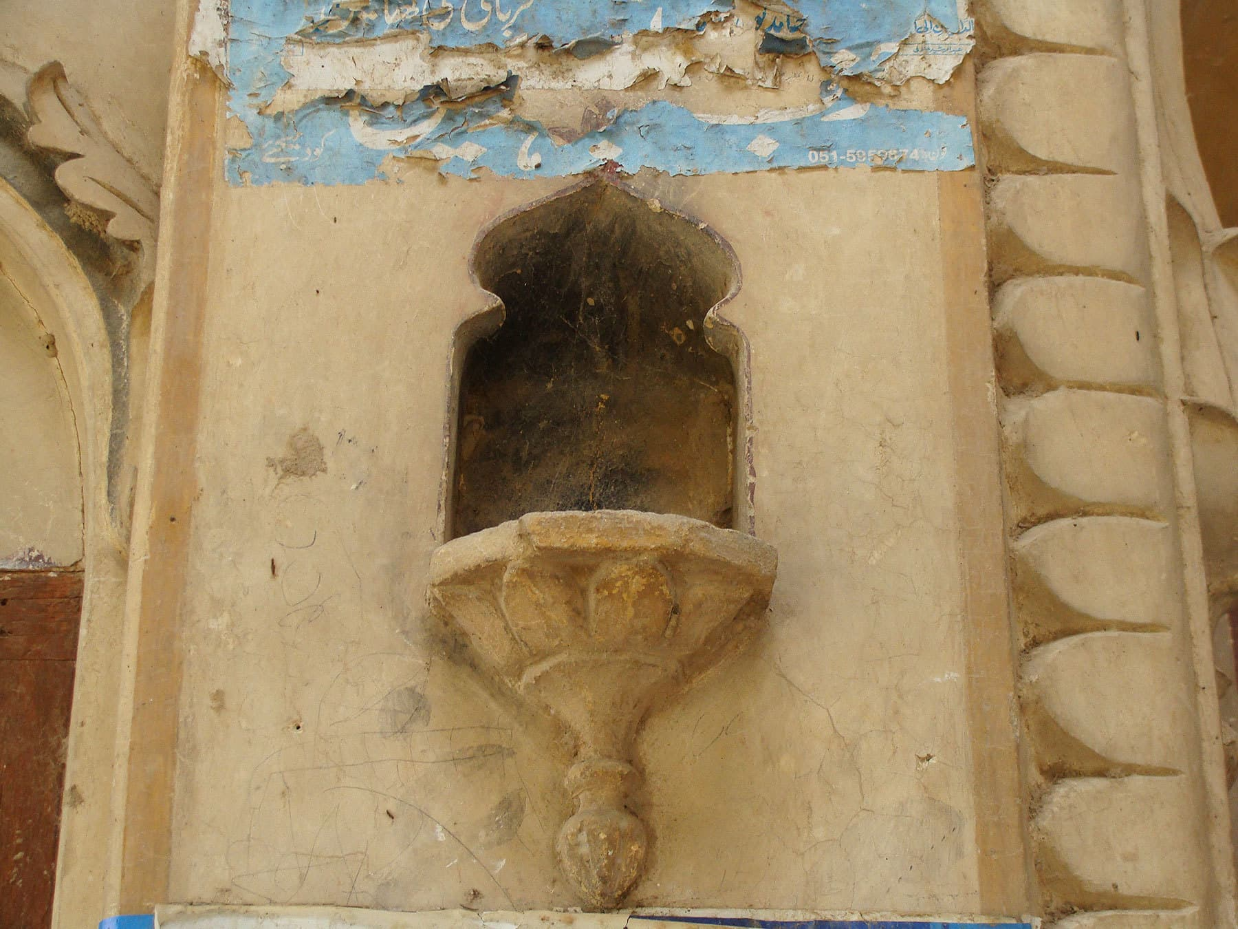 A decorative niche on one of the havelis.
