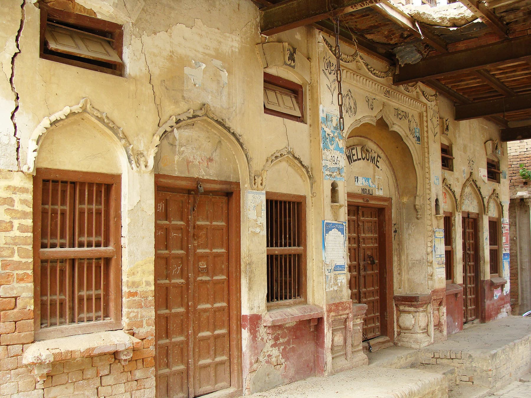 This haveli overlookes the Narali Pond.