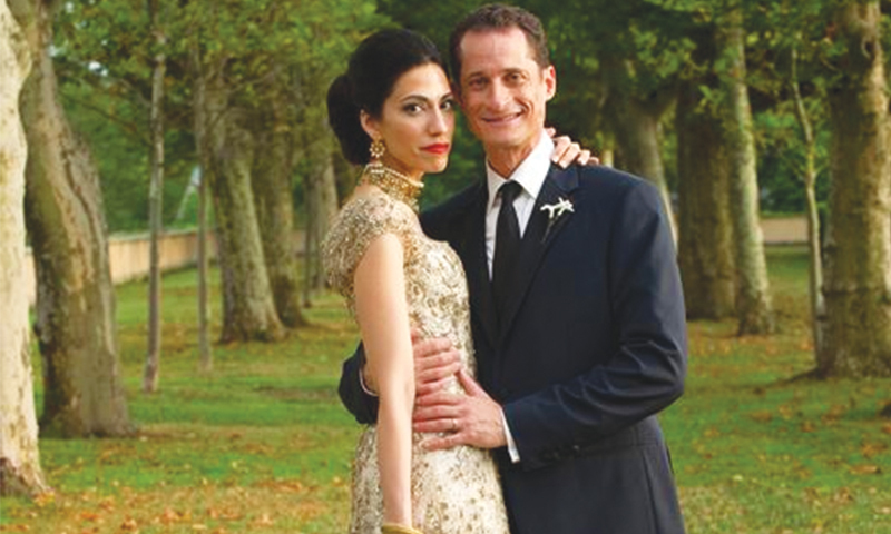 Clinton's aide Huma Abedin and her husband Anthony Weiner seen on their wedding. —AP/File