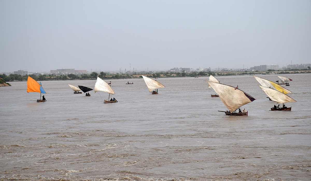 Fishing boats head to Kotri barrage. -Photo by author