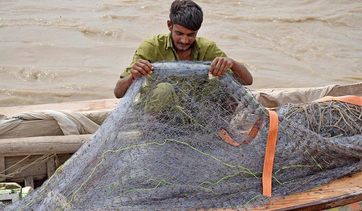 Preparing nets before setting off. -Photo by author