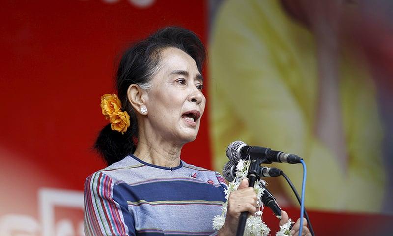 Myanmar pro-democracy NLD leader Aung San Suu Kyi gives a speech. ─ Reuters