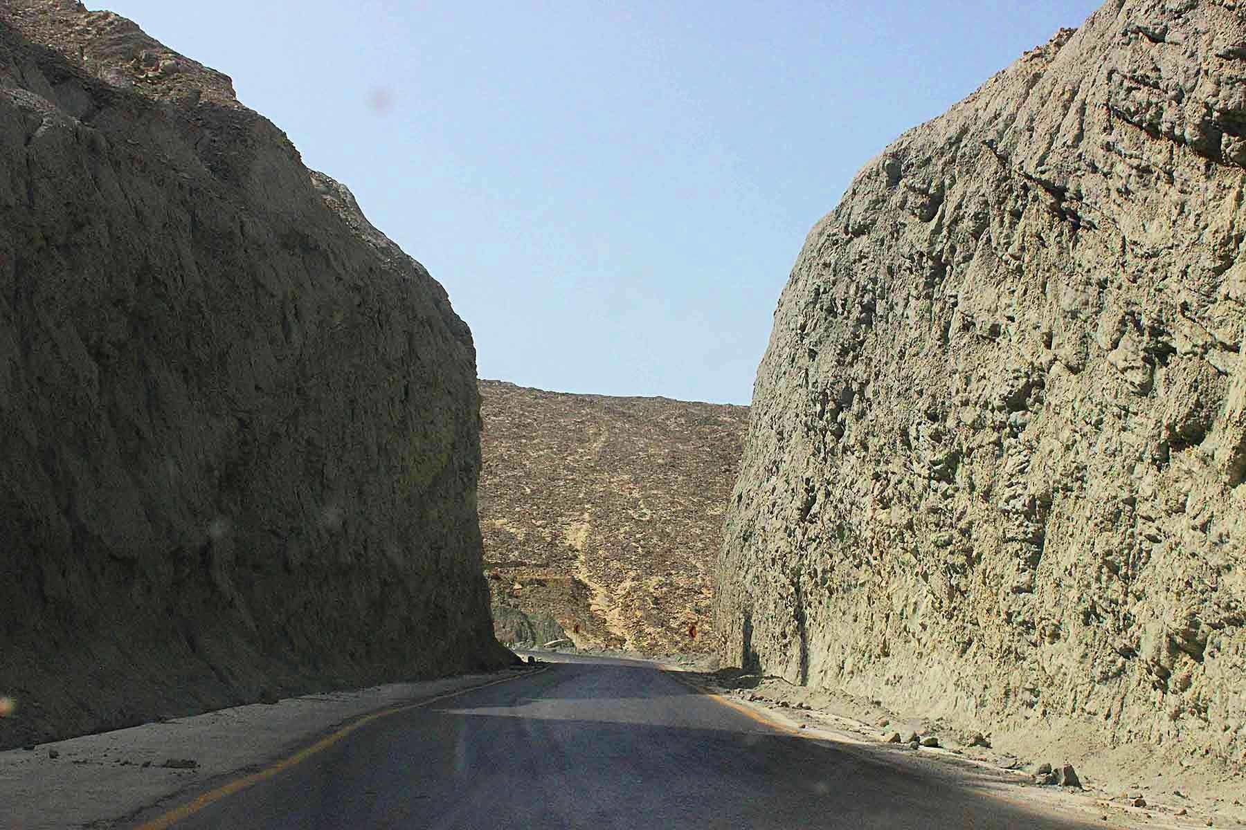 Road built by cutting two huge mountains, reminding me of Kati Pahari in Karachi.