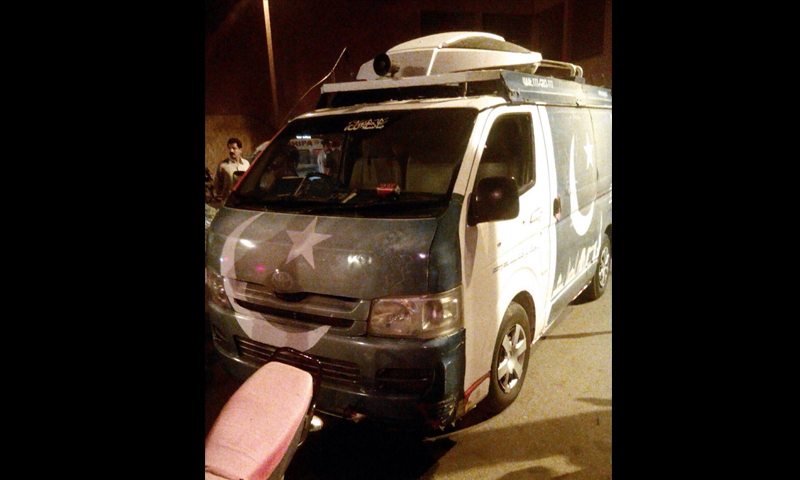 A view of the Geo News DSNG vehicle that was attacked Tuesday night. – DawnNews