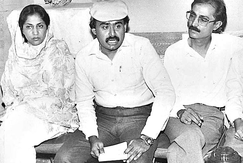 Altaf Hussain with Azeem Ahmad Tariq (right) in 1979.