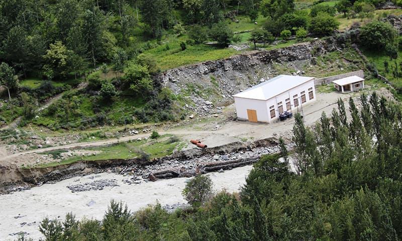 بگروٹ کے قریب دریا کا منظر۔ — فوٹو سید زاہد حسین۔