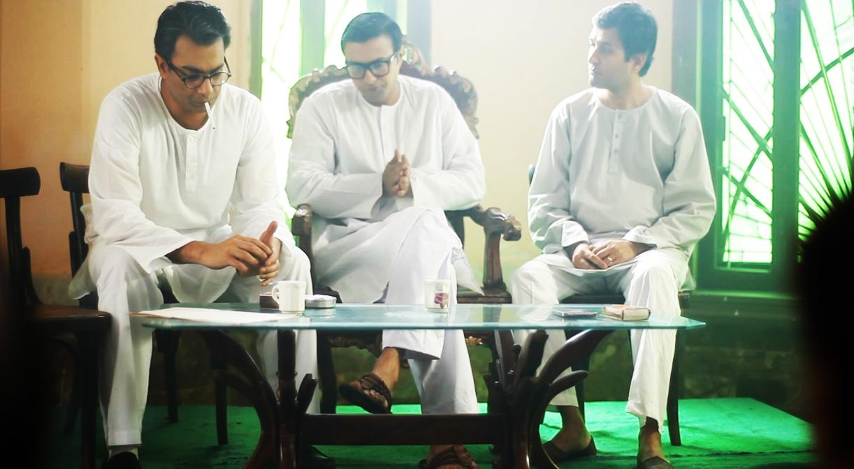 Sarmad Khoosat as Manto reads 'Khol Do' at the Pak Tea House, Lahore — Publicity photo