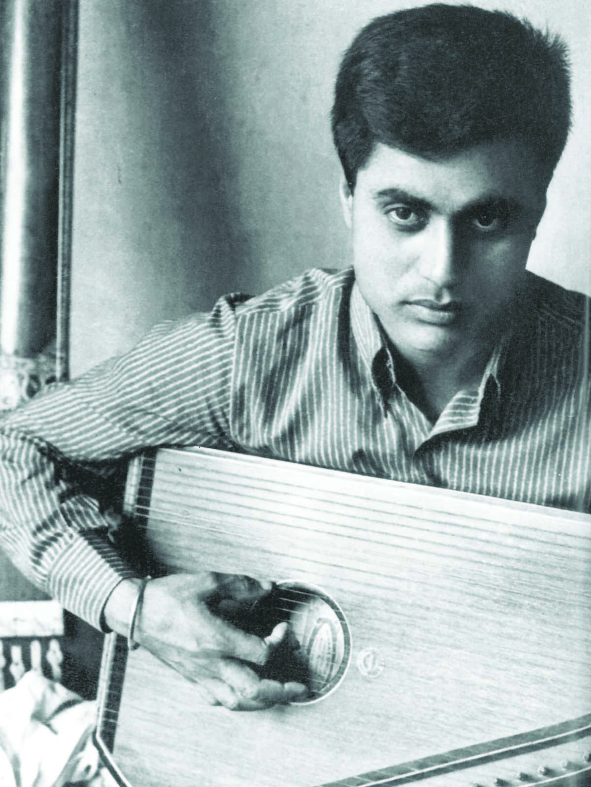 A younger Jagjit waiting for a break — Photograph courtesy HarperCollins Publishers India