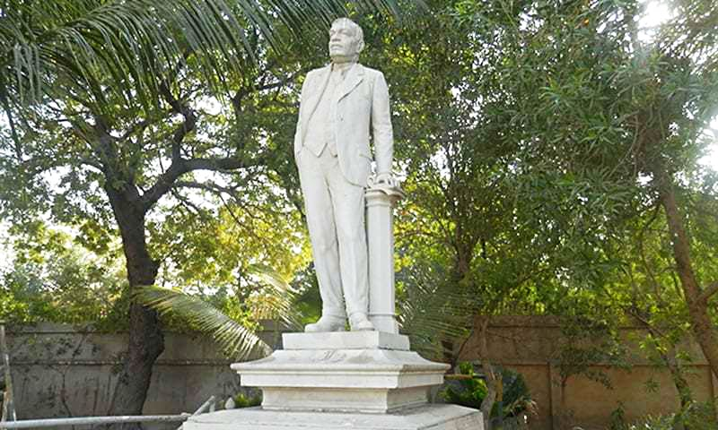Statue of Nadirshaw Edulji Dinshaw.