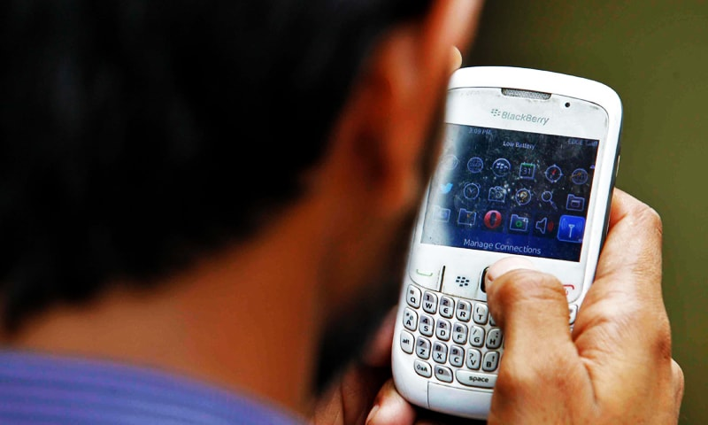 When disaster strikes: Pakistanis develop solar-powered mobile phone network