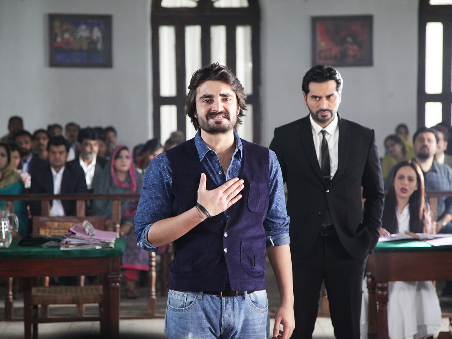 Hamza Ali Abbasi in a dramatic court scene in JPNA — Publicity photo