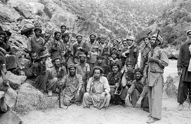 A group of anti-Soviet Afghan insurgents (Mujahideen) gathered on the Pakistan side of the Pak-Afghan border (1983).