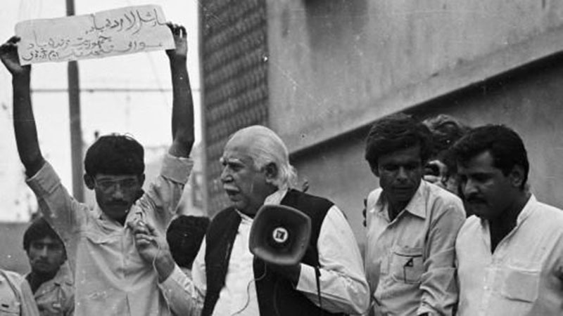 Ghous Baksh Bizenjo (a prominent MRD leader), speaking at a protest rally in Karachi's Lyari area (1983).