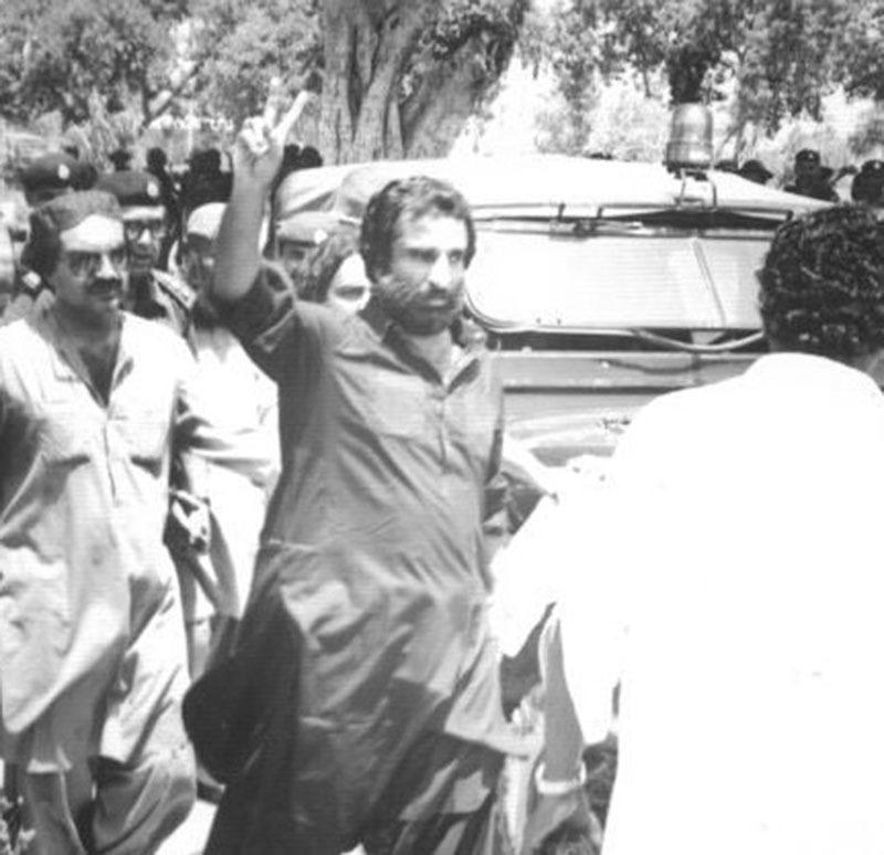 MRD activists court arrest in Sukkur (1983).