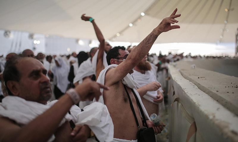 سعودی شہر مکہ میں حج کی ادائیگی کے لیے 20 لاکھ سے زائد حاجی موجود ہیں۔ اے پی تصویر۔