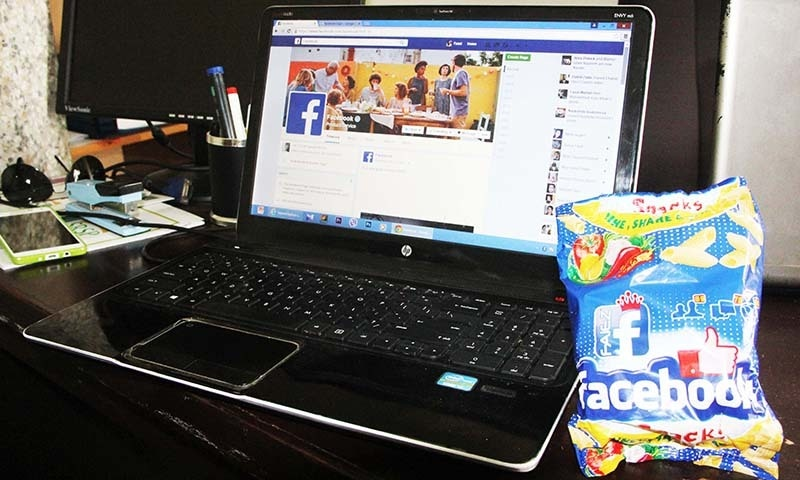 Facebook snacks and Facebook go hand in hand. — Photo by author
