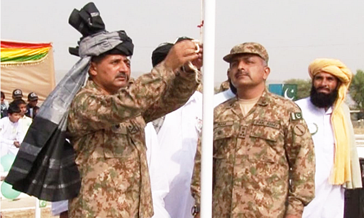 Chief Guest of the event Major General Numan Mehmood raised the Pakistan flag.