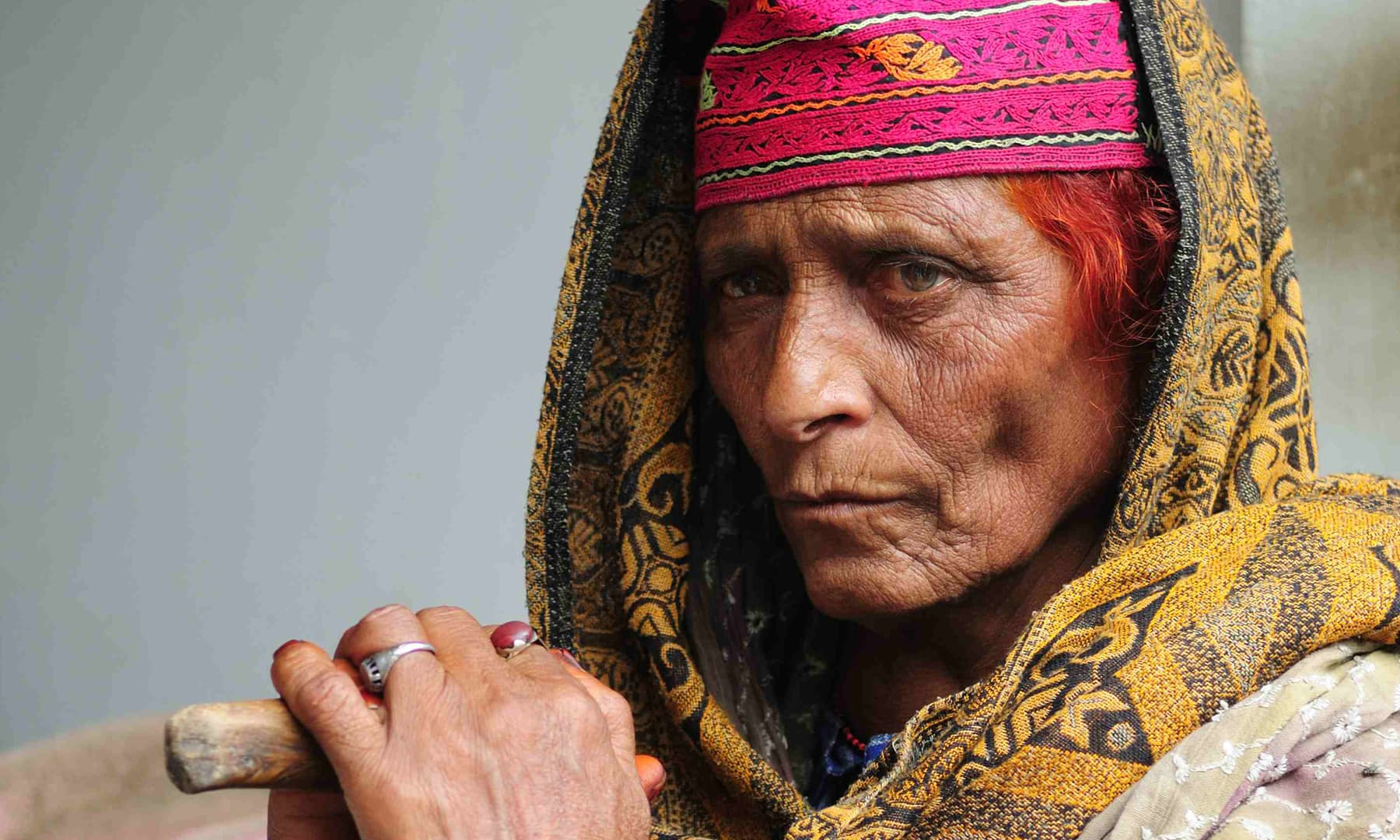 An old Kashmiri woman in Keran near Sharda | Tapu Javeri, White Star