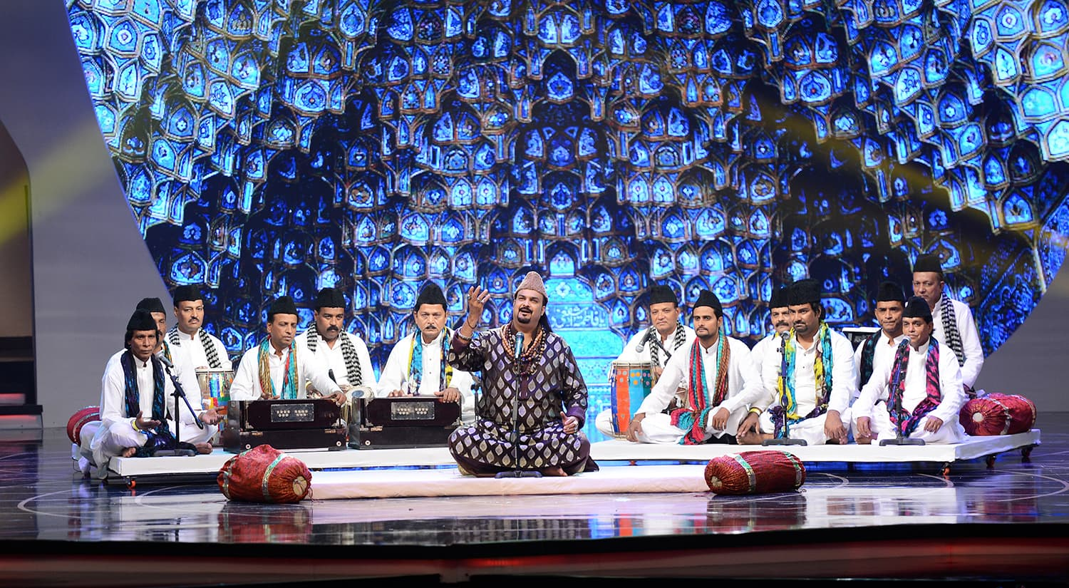 The night began on a grand note with Amjad Sabri's power-packed performance of 'Tajdar-e-Haram' - Publicity photo