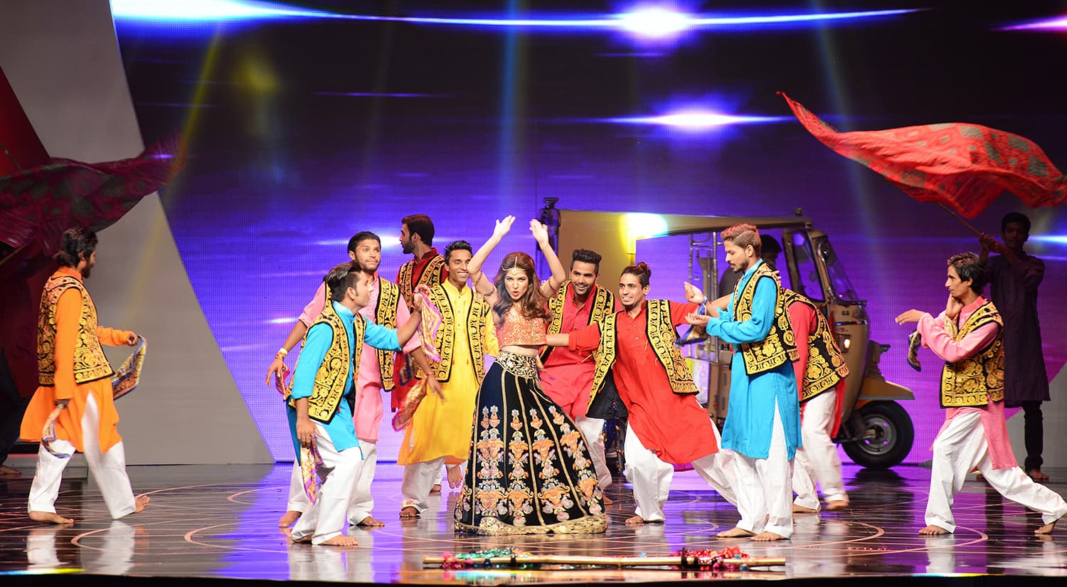 Ayesha Omar performed on her popular Tutti Fruiti song from Karachi Se Lahore – Publicity photo