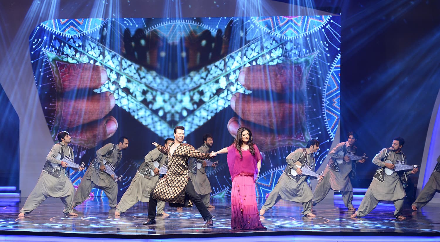 Moammar Rana and Resham during their tribute performance – Publicity photo