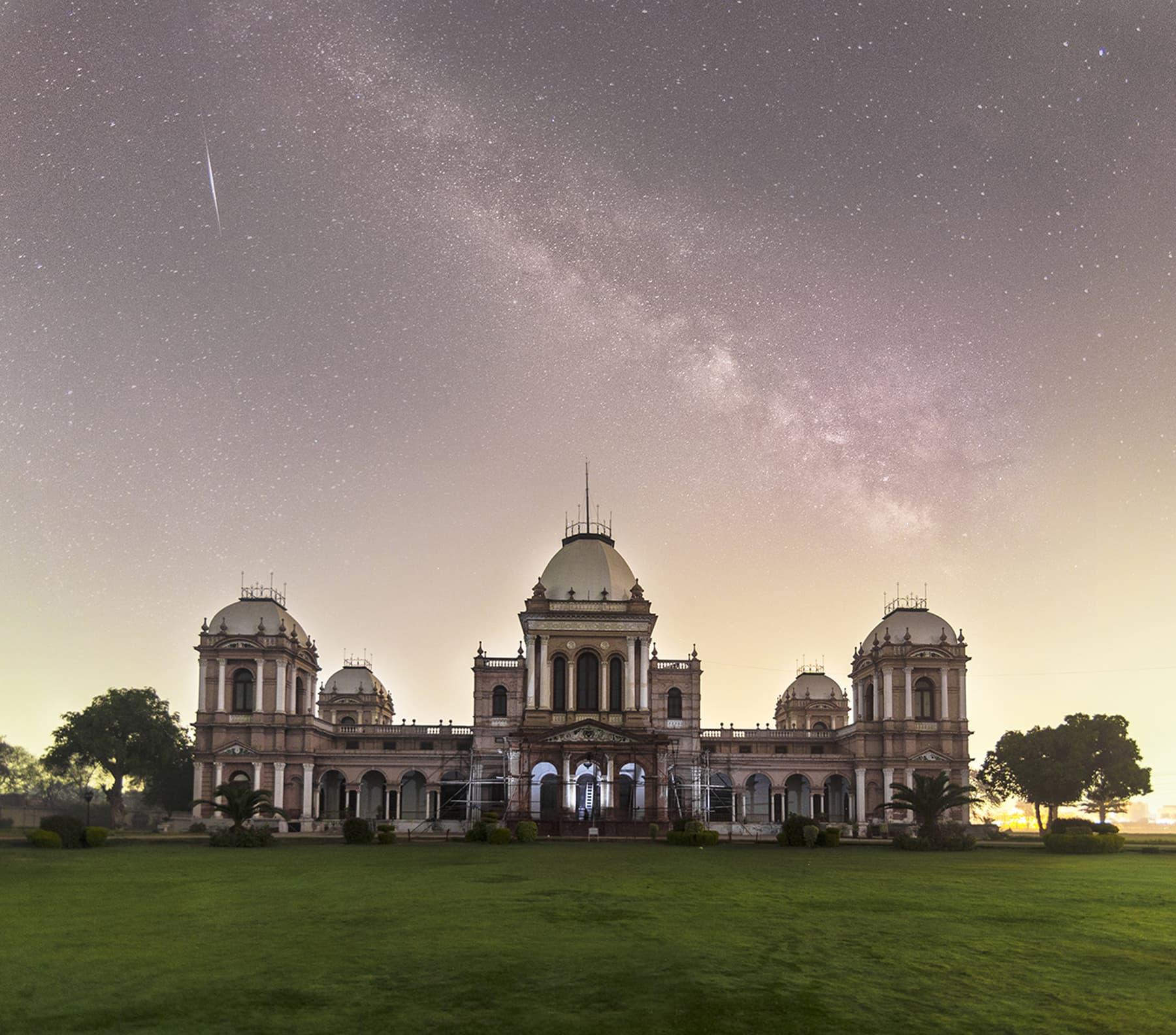 نور محل بہاولپور۔ — فوٹو عثمان مسکی