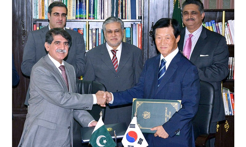 ISLAMABAD: Secretary Economic Affairs Division Muhammad Saleem Sethi and Ambassador of the Republic of Korea Dr Song Jong-hwan exchange documents after signing the agreement on economic cooperation on Friday.