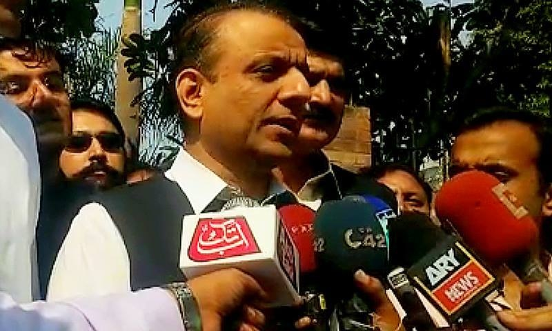 PTI NA-122 candidate Aleem Khan speaking to reporters. ─ DawnNews screengrab.
