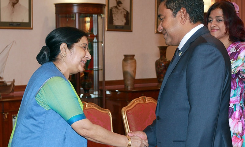 Indian Foreign Minister Sushma Swaraj (L) shakes hands with Maldives' President Abdulla Yameen (C) next to Maldives' Foreign Minister Dunya Maumoon (R) in Mali, Maldives October 11, 2015. — Reuters