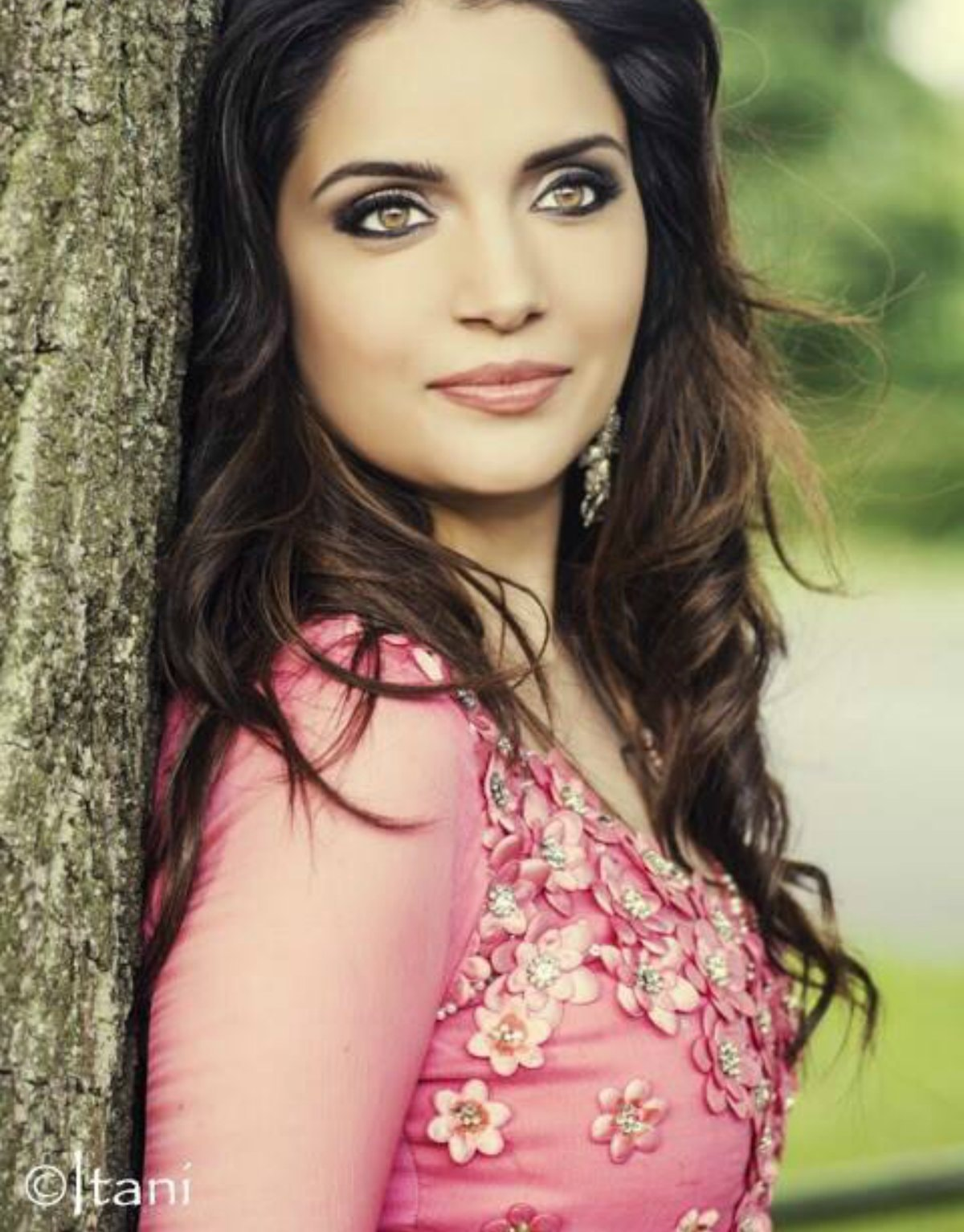 Armeena Khan to go from damsel in distress to robot gone ...