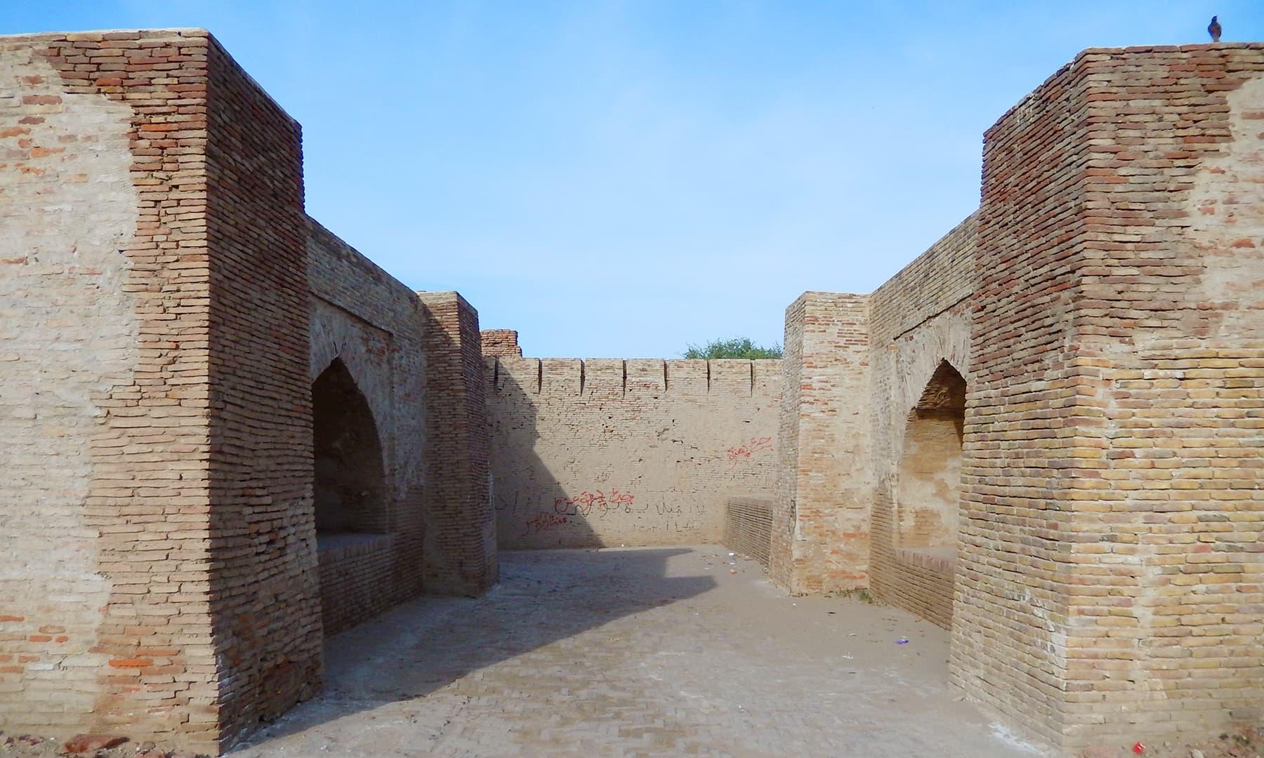 قلعے کا اندرونی منظر.