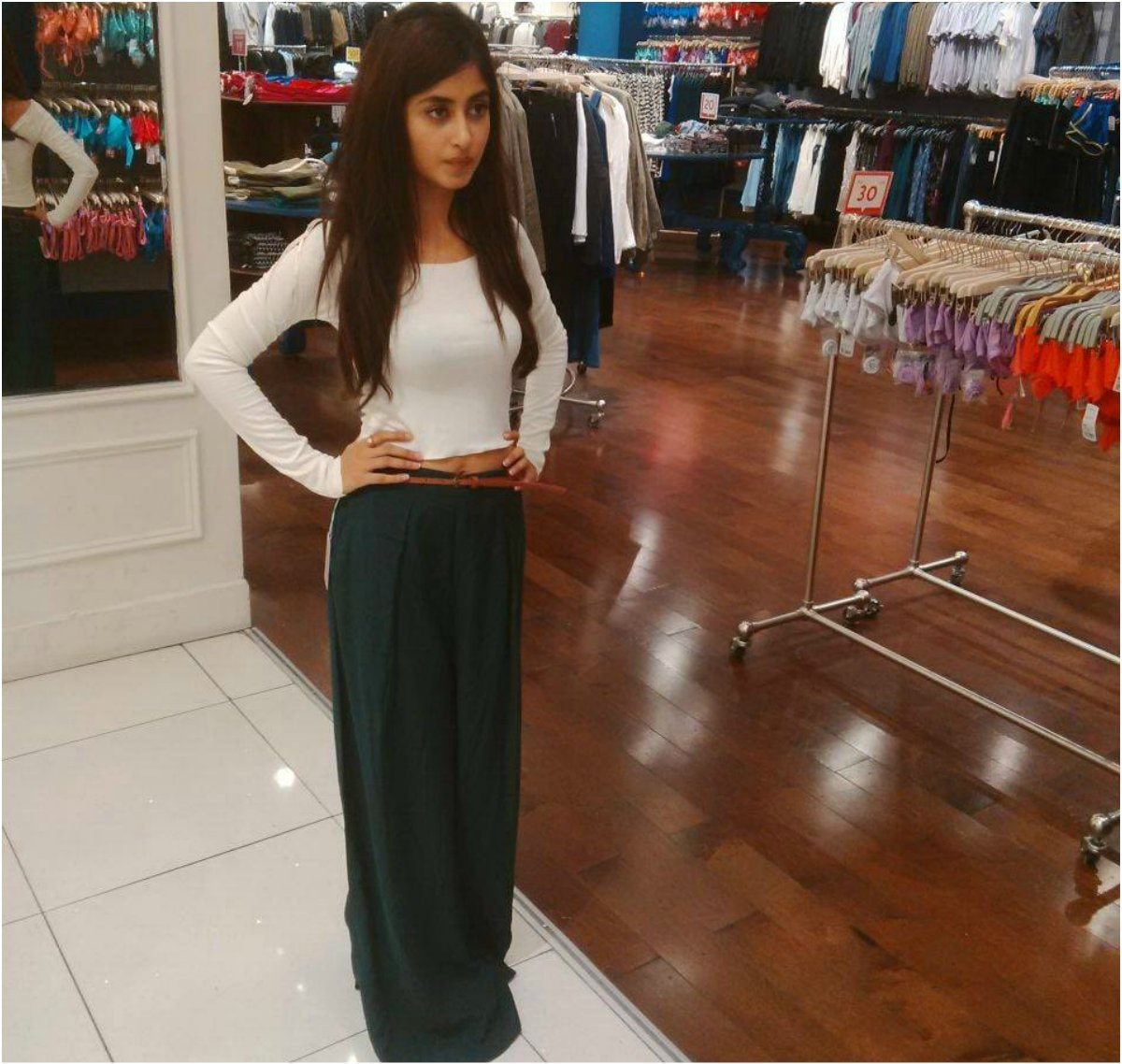 Ali dares to bare just a hint of her midriff in Dubai —Photo courtesy: Rao Ali Khan