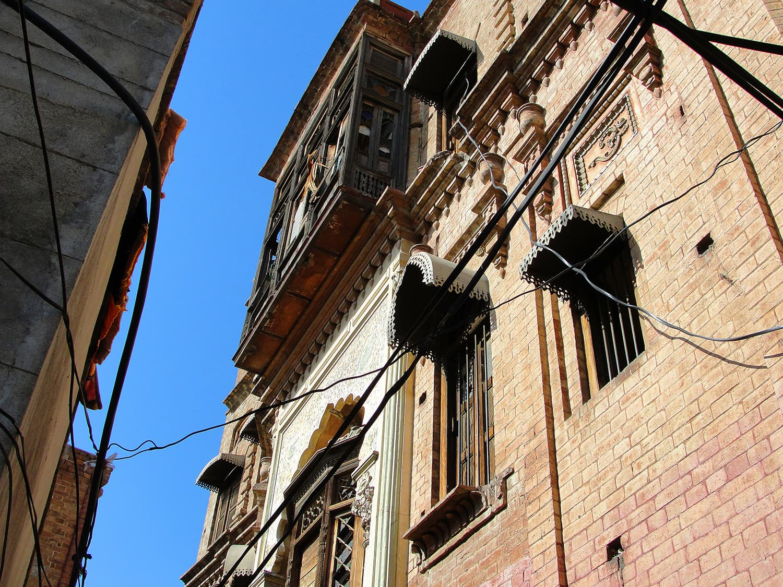 Closer view of the Hari Mandir's facade.