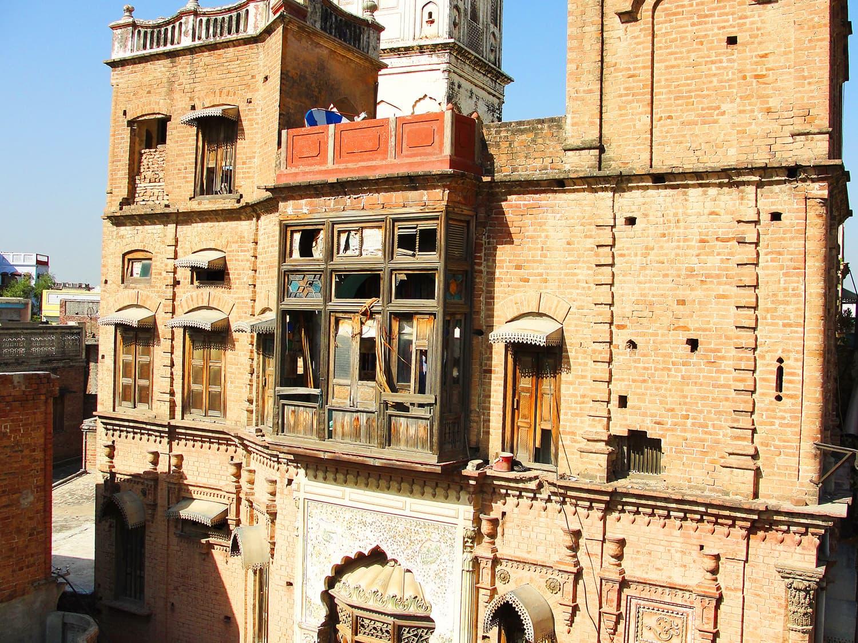 The facade of Hari Mandir.