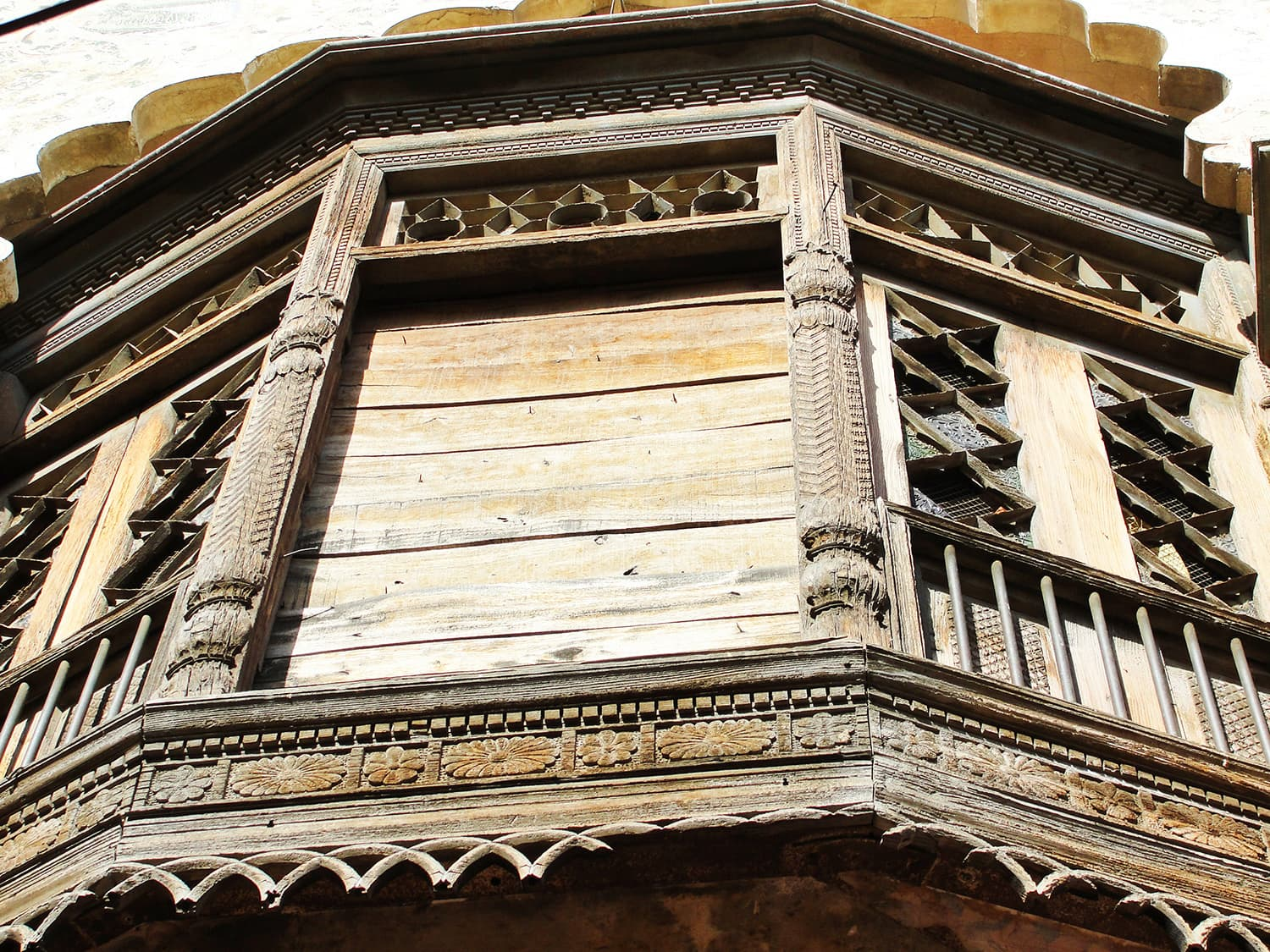 Intricate carvings on the Jharoka of Hari Mandir.