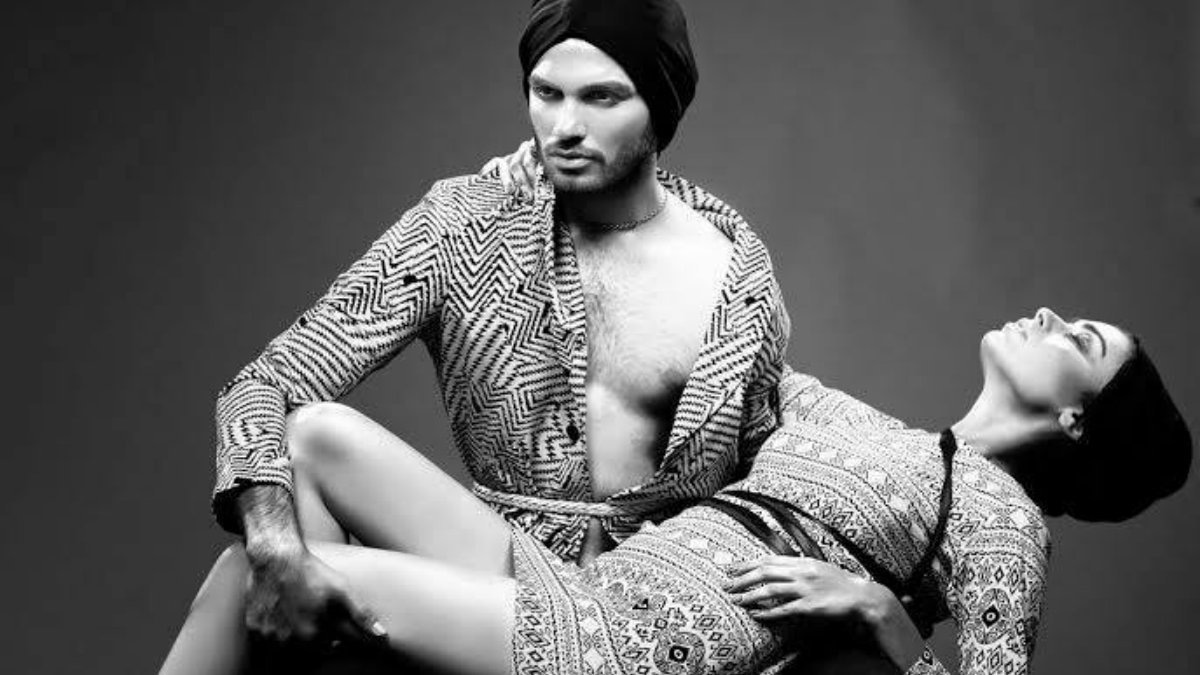 Oza models for Deepak Kumar & Fahad Yaqoob, pictured here with Sadaf Kanwal —Photo courtesy: Ayaz Anis Khan
