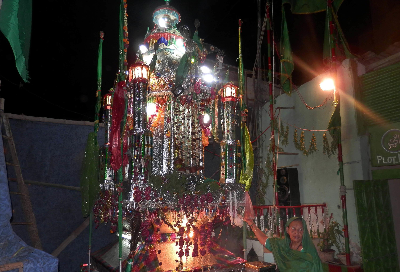 صدر کے علاقے رتن تلا کے مری ماتا مندر میں موجود امام حسین کا تعزیہ.