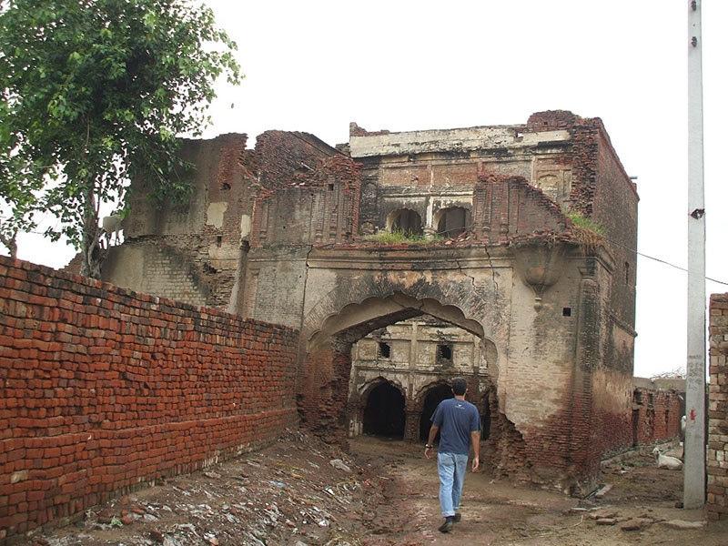 The entrance to Killa Jevan Singh.